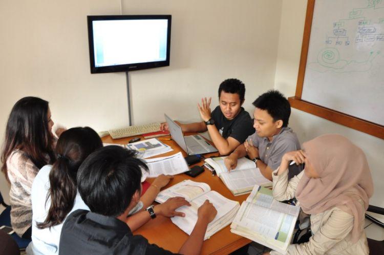 mahasiswa-disiplin-waktu-rajin-kuliah