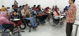 Puluhan Penyandang Difabel Belajar di STIEBBANK